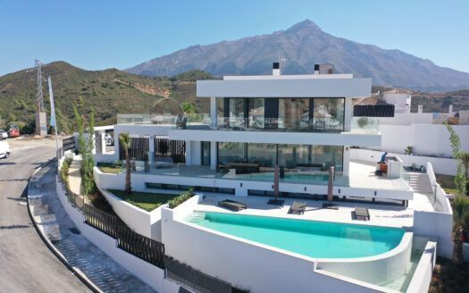 Neue moderne Villa in Nueva Andalucia in Marbella