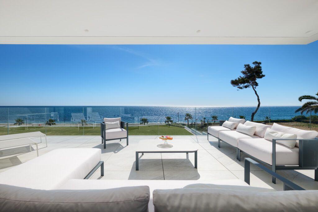 ARFA1411-362 Moderne Strandwohnung in Bestlage zu verkaufen