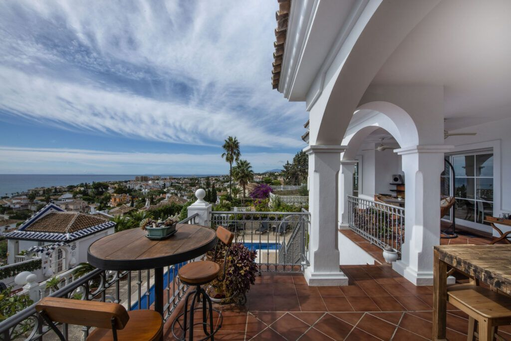 ARFV2167 - Andalusische Villa mit Panoramablick zum Verkauf in Riviera del Sol in Mijas