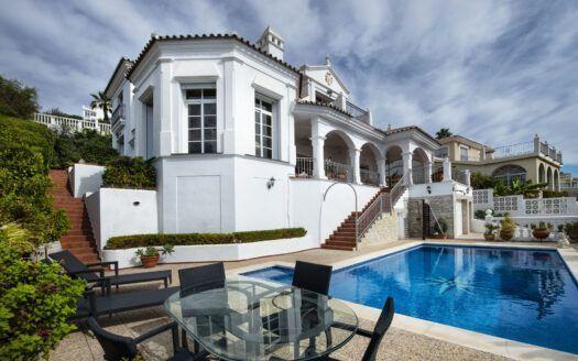 ARFV2167 - Andalusische Villa mit Panoramblick zum Verkauf in Riviera del Sol in Mijas