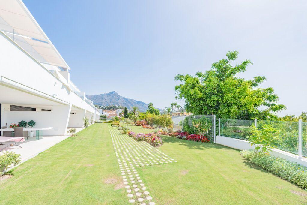 ARFA1419 - moderne EG Wohnung mit Meerblick  im Golftal Nueva Andalucia zu verkaufen