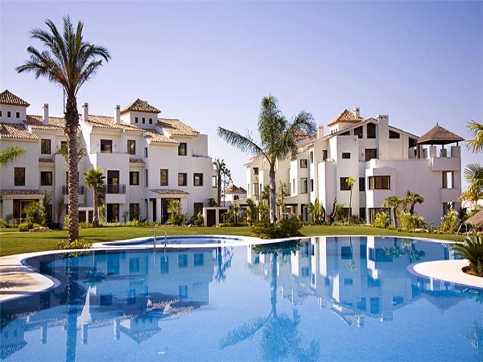 Schöne Wohnung zum Verkauf in El Paraiso Alto in Benahavis mit Meerblick