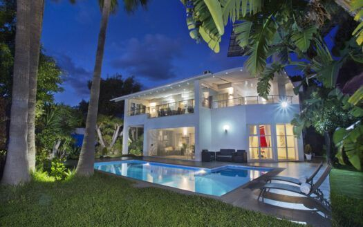 ARFV2183 - Moderne Villa mit Meerblick