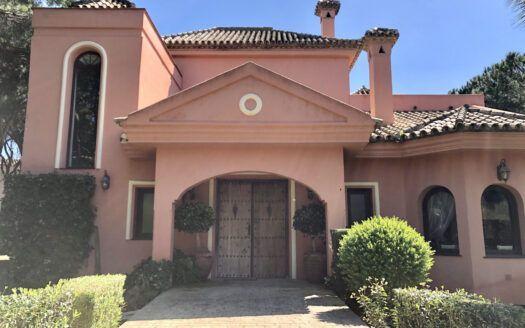 ARFV2181 - Andalusische Villa zum Verkauf in Hacienda Las Chapas in Marbella