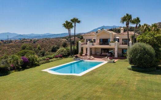 ARFV2209-353 Wunderschön gelegene Villa in Marbella Club Hill an der Goldenen Meile