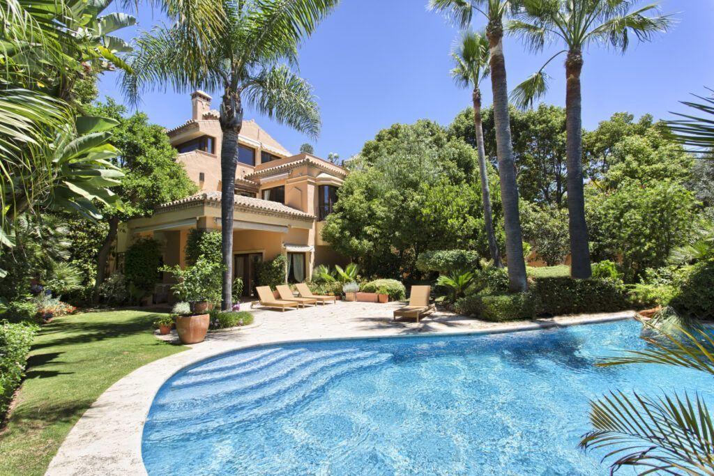 ARFV1916-189 - Klassisch andalusische Villa zu verkaufen auf der Goldenen Meile von Marbella