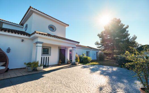 ARFV2212-307 Traditionelle Villa in Sotogrande Costa