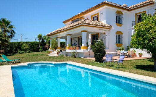 ARFV2204-393 Andalusische Villa in Guadalmina Alta