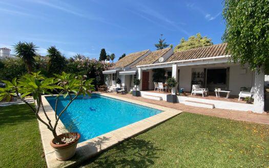 ARFV2223 renovierte Villa zum Verkauf in Estepona